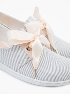 'Marina' model comes packed with elegant details such as cream silk ribbon shoelaces which complement beautifully its nautical inspiration with oversized eyelets and leather yokes.