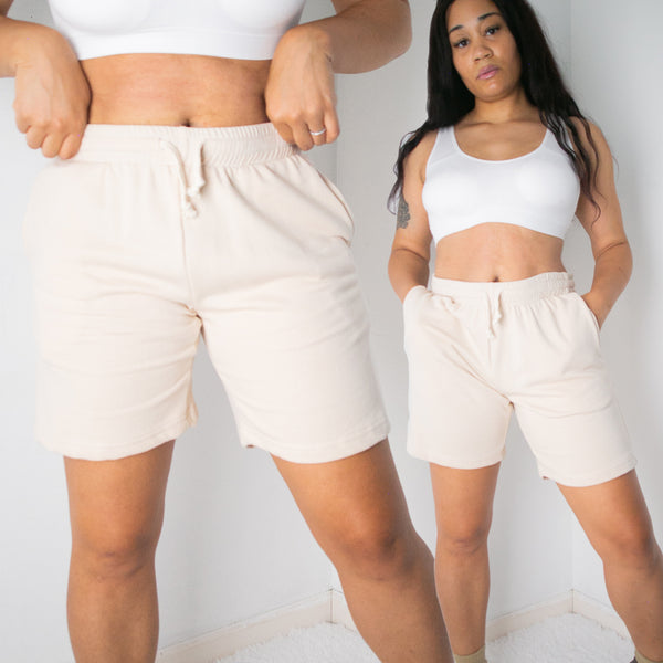 ESSENTIAL SWEATSHORTS | BEIGE
