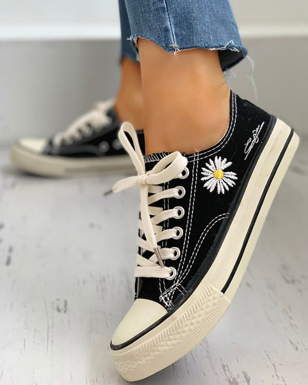 Daisy Pattern Eyelet Lace-up Sneakers