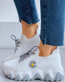 Daisy Pattern Lace-up Breathable Sneakers
