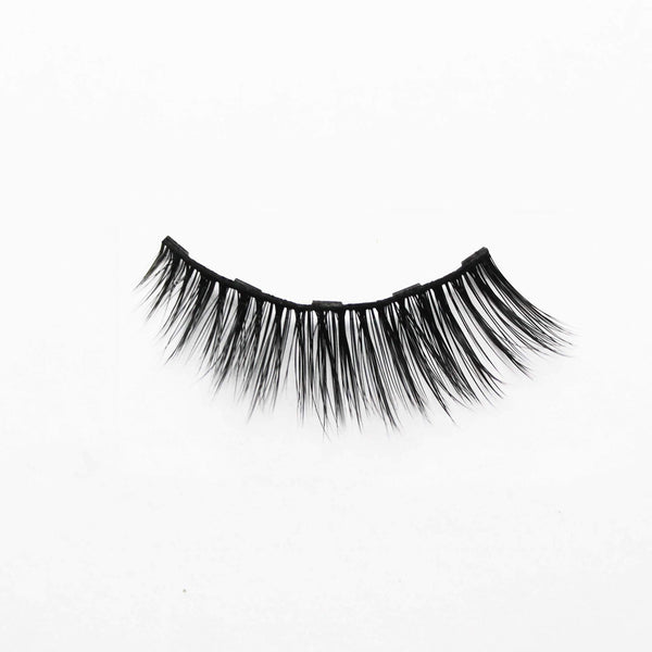 Zoom on a soft glam style natural magnetic eyelash vegan and cruelty-free with a white background made by Addictalash
