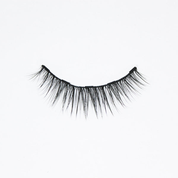 Zoom on a natural style magnetic eyelash vegan and cruelty-free with a white background made by Addictalash