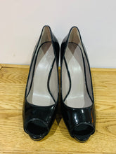 Load image into Gallery viewer, Nine West Black Patent Platform Peep Toe UK7