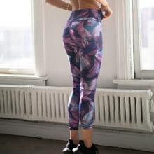 Load image into Gallery viewer, Purple Feather Print Leggings