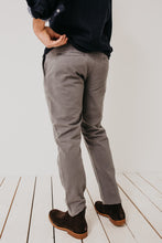 Weekend Chino / Medium Grey