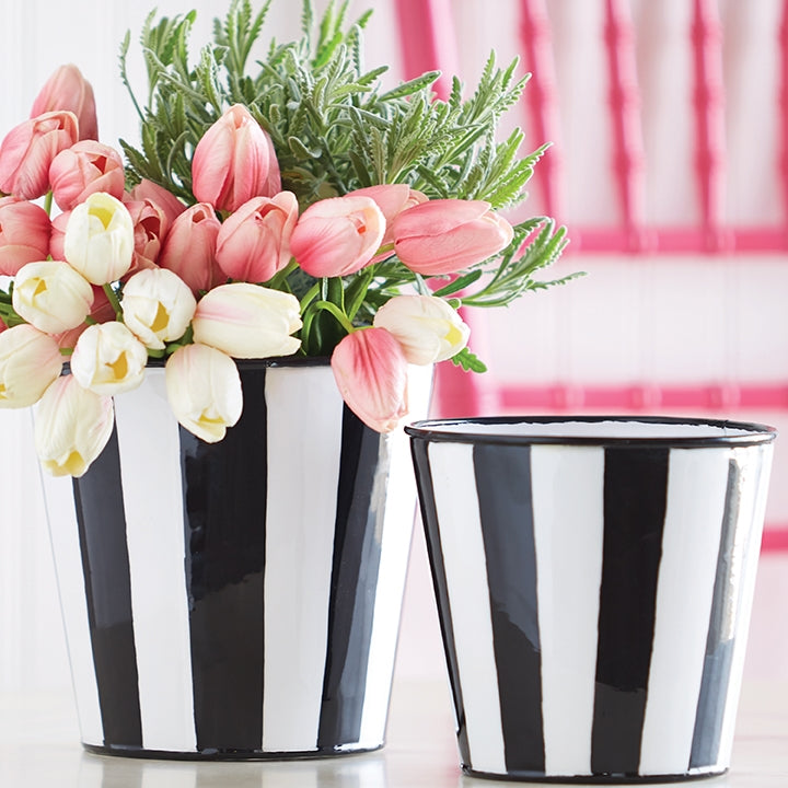 Black and White Decor All Year Long