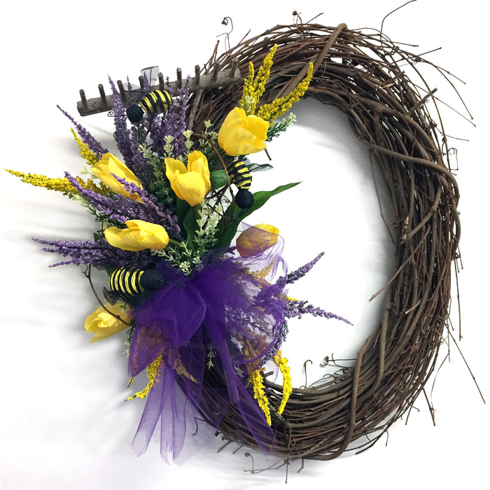 2017 Grapevine Wreath with Small Rake Bouquet