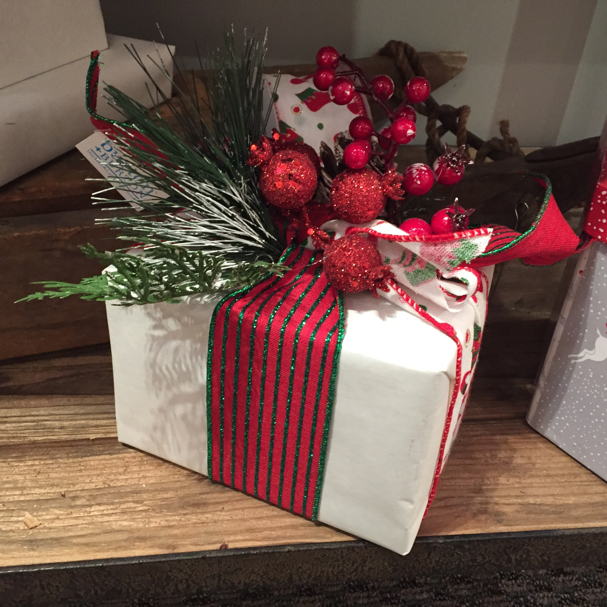 gift wrapping, white kraft paper, christmas present, wrap a gift, wrap a box,