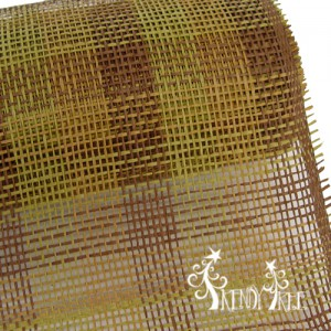 RR900648-paper-mesh-check-natural-moss-chocolate-21-inch-closeup