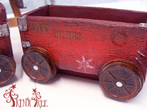 X6433-rustic-resin-train-closeup-car