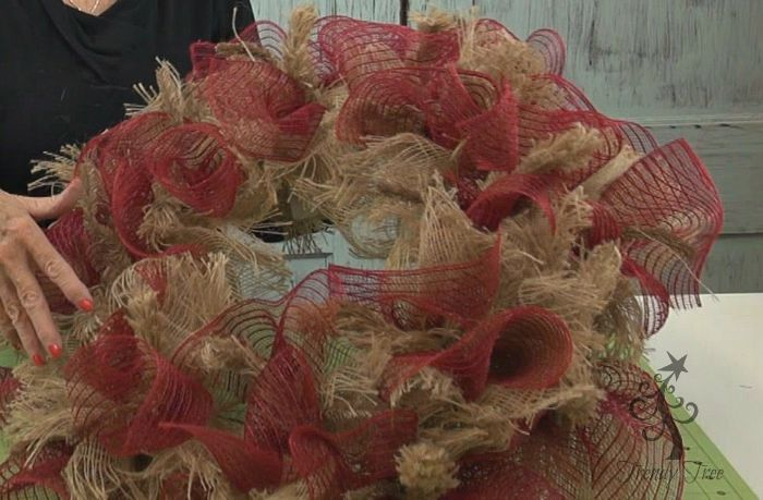 all-red-burlap-ruffles-finished-trendytree