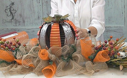 autumn-centerpiece-secure-pumpkin-trendytree