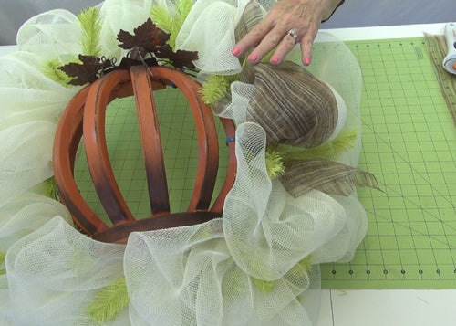 autumn-pumpkin-wreath-tutorial-attach-intermittent-poufs-sheer-fabric