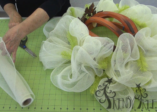 autumn-pumpkin-wreath-tutorial-cut-end-from-mesh-roll