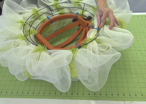 autumn-pumpkin-wreath-tutorial-secure-raw-ends-mesh