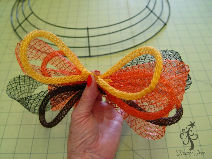autumn-wreath-tutorial-pinched-cluster-trendytree-blog
