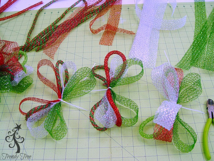 basic-christmas-wreath-kit-alternate-clumps-trendytree