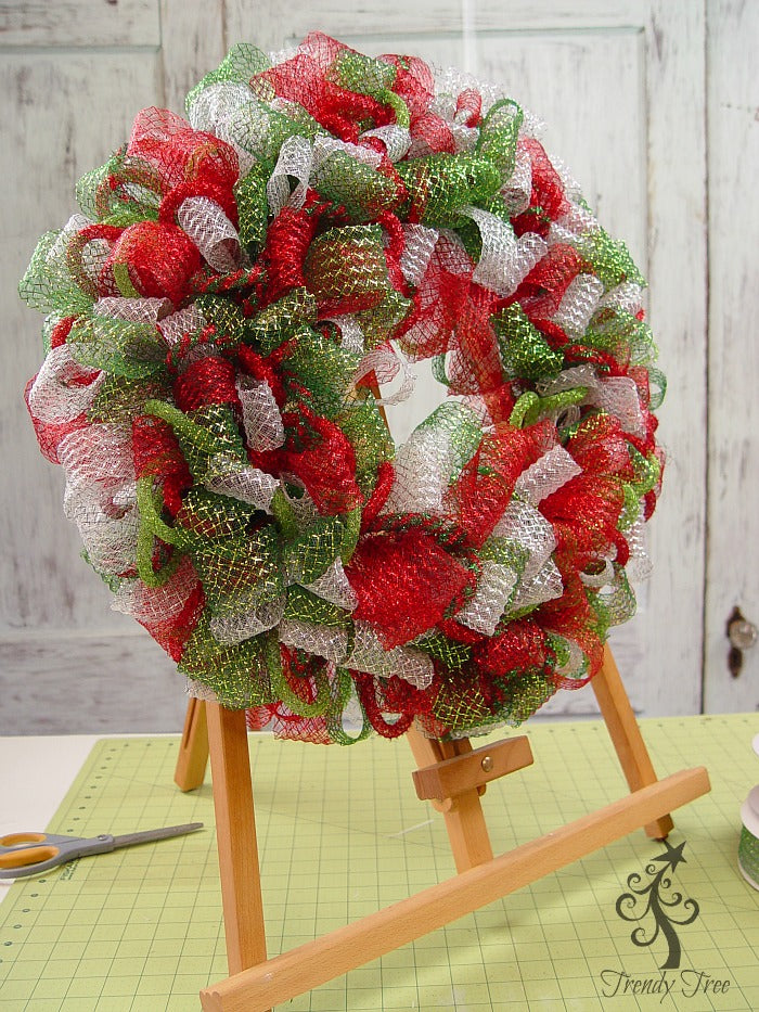 basic-christmas-wreath-kit-finished-easel-trendytree