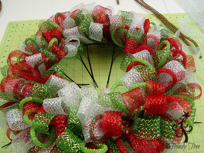 basic-christmas-wreath-kit-outer-ring-finished-trendytree