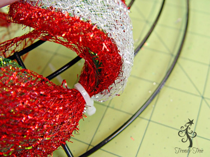 basic-christmas-wreath-kit-secure-third-wire-trendytree