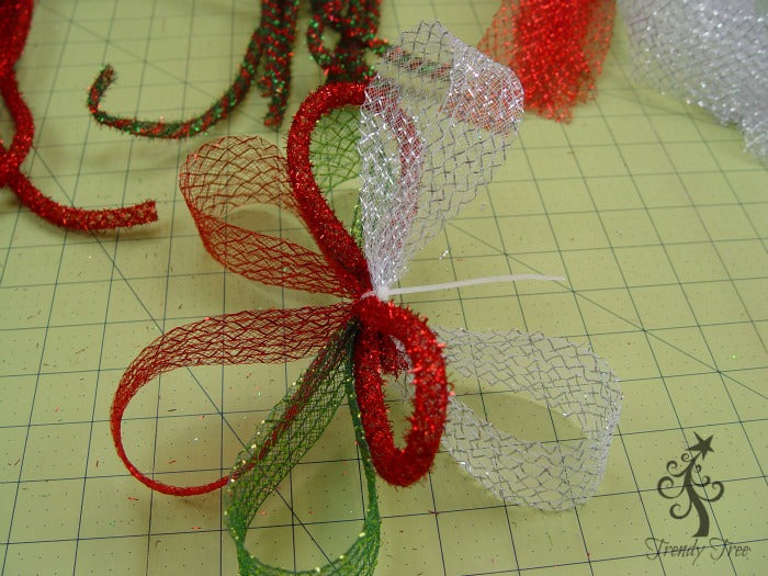 basic-christmas-wreath-kit-secure-zip-tie-trendytree