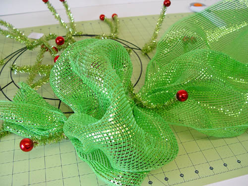 basic-green-wreath-first-pouf-created