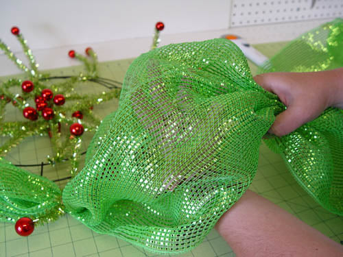 basic-green-wreath-fluff-pouf-with-hand