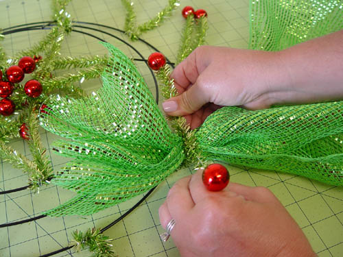 basic-green-wreath-start-mesh-secure-twist