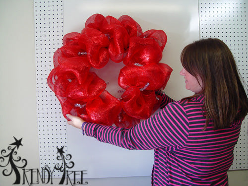 basic-red-pouf-wreath-carrie