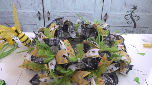 bee-wreath-make-ribbons-complete