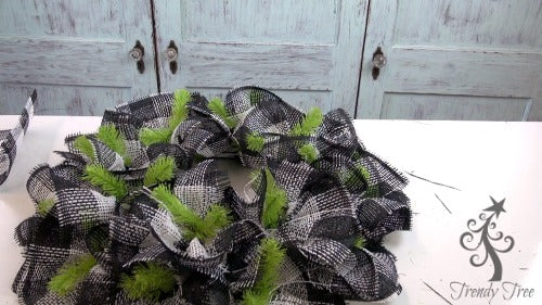 bee-wreath-make-ruffles-completed