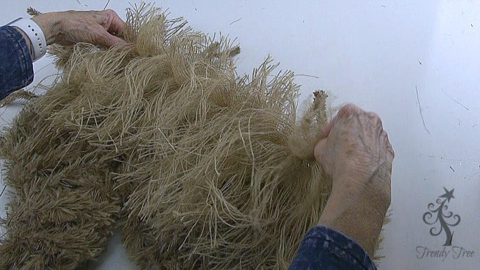 burlap-horse-head-wreath-tutorial-attach-mane