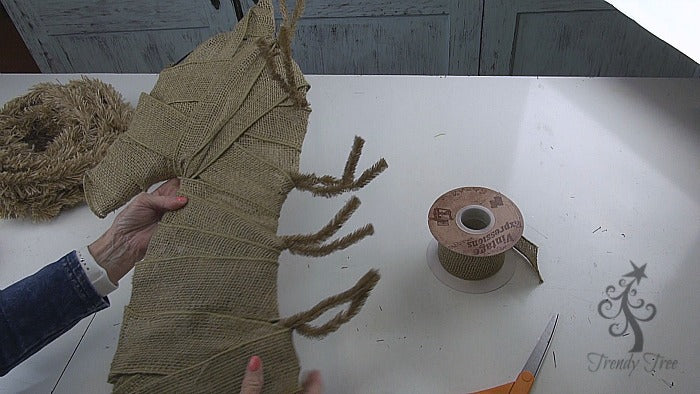 burlap-horse-head-wreath-tutorial-cover-completely