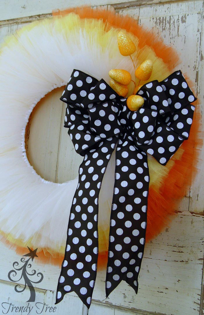 candy-corn-wreath-closeup-trendytree