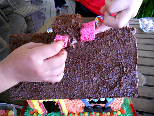 candy-cottage-sponging