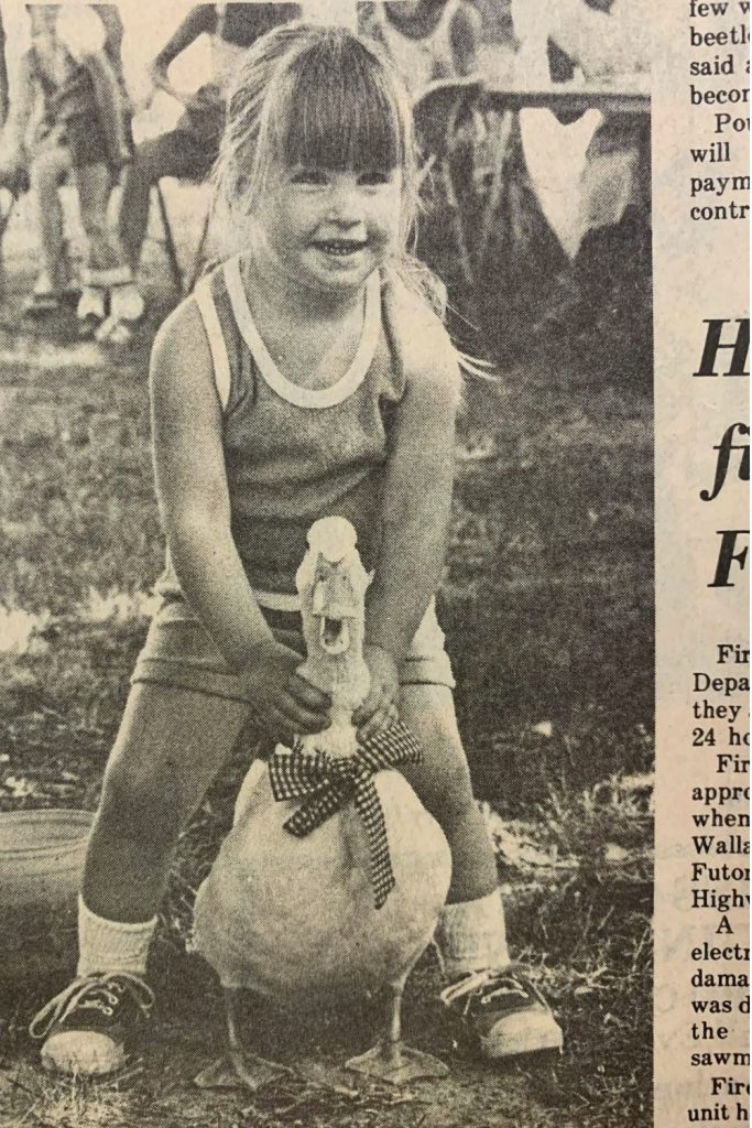 best dressed duck, first place pet show, carrie martin, trendy tree