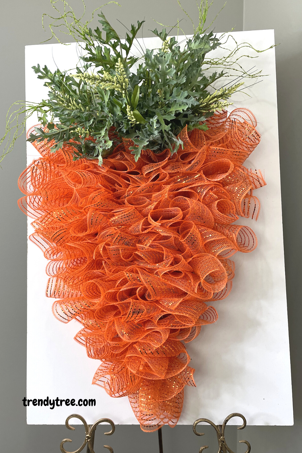 easy carrot wreath tutorial with deco poly mesh from trendy tree