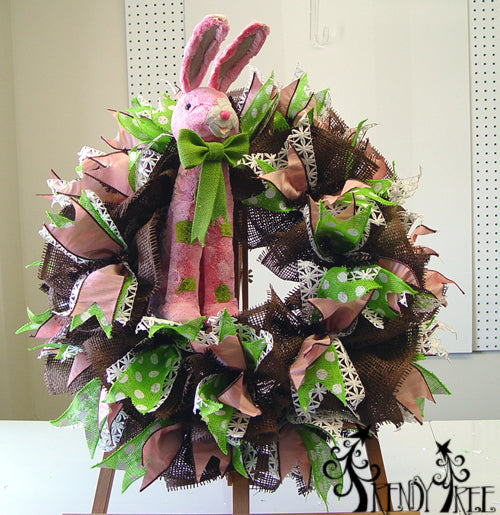 choclate-paper-easter-wreath-easel