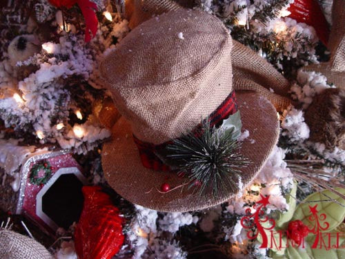 christmas-tree-tutorial-natural-burlap-top-hat
