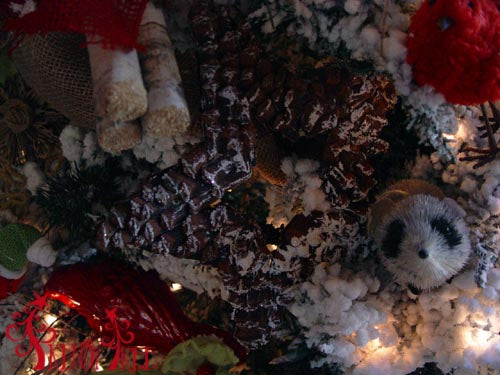 christmas-tree-tutorial-raccoon-ornament