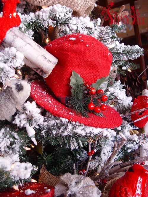 christmas-tree-tutorial-raz-red-burlap-top-hat