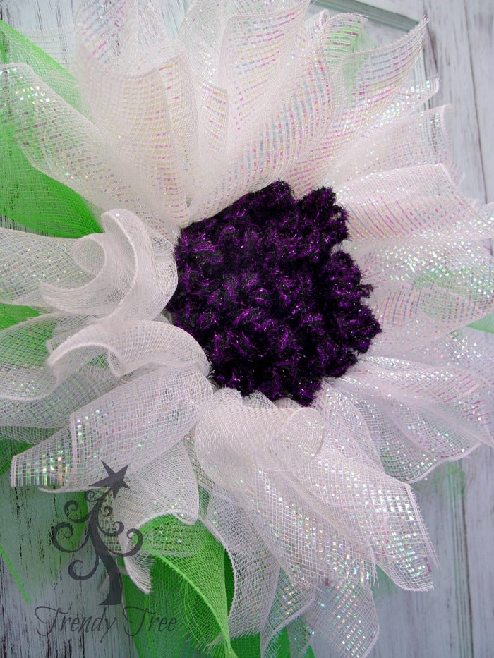 deco-mesh-flower-tinsel-tubing-center-side-trendytree