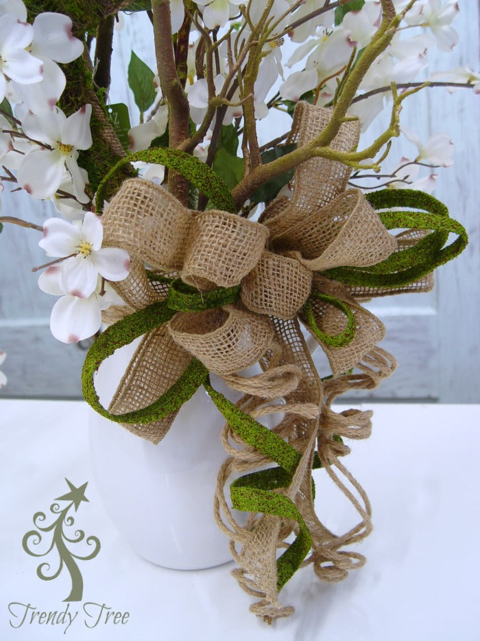 dogwood-centerpiece-bow-trendytree