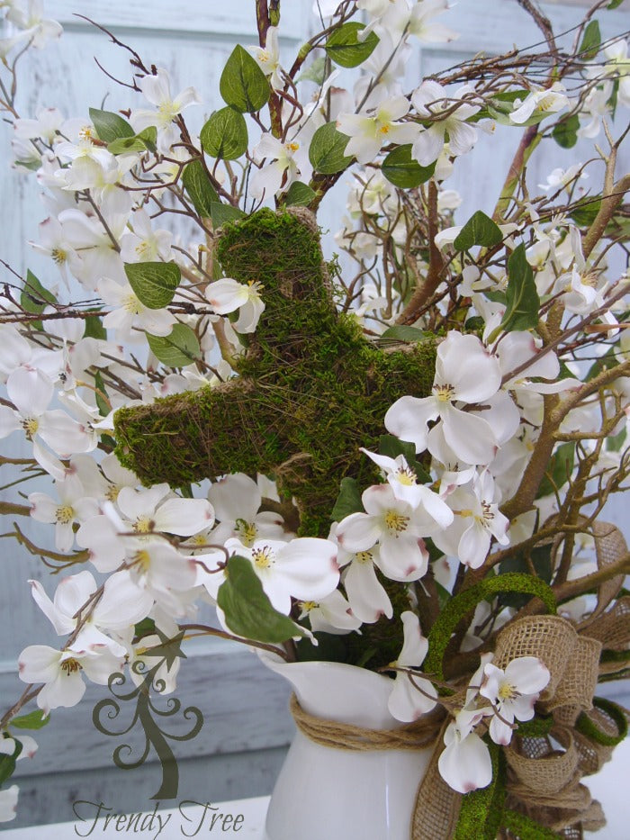 dogwood-centerpiece-cross-closeup-trendytree