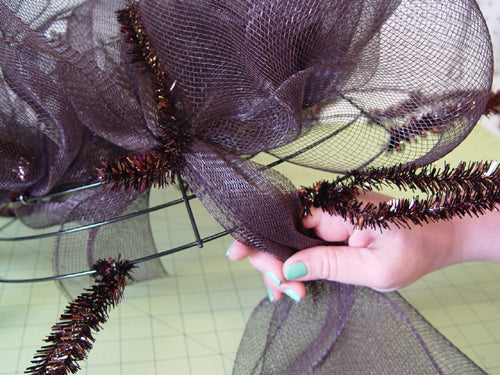 fishing-wreath-inner-ring-finished-bring-mesh-to-outer-ring