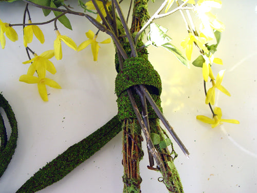 garden-tools-wrap-moss-ribbon