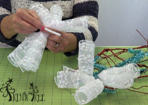 ghost-wreath-tutorial--lay-chenille-stem-top-curl