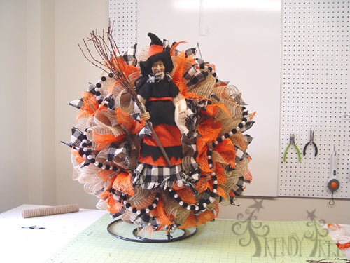 halloween-burlap-witch-wreath-table