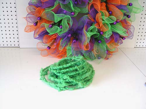 halloween-wreath-bobble-eyes-green-roping