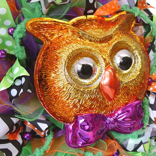 halloween-wreath-bobble-eyes-owl-closeup